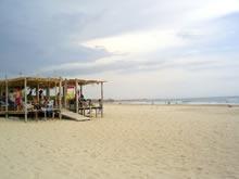 parador en la playa de la paloma