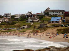 playa de punta del diablo en temporada alta