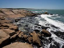 foto de rocas en el mar