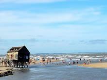turistas en la playa de valizas